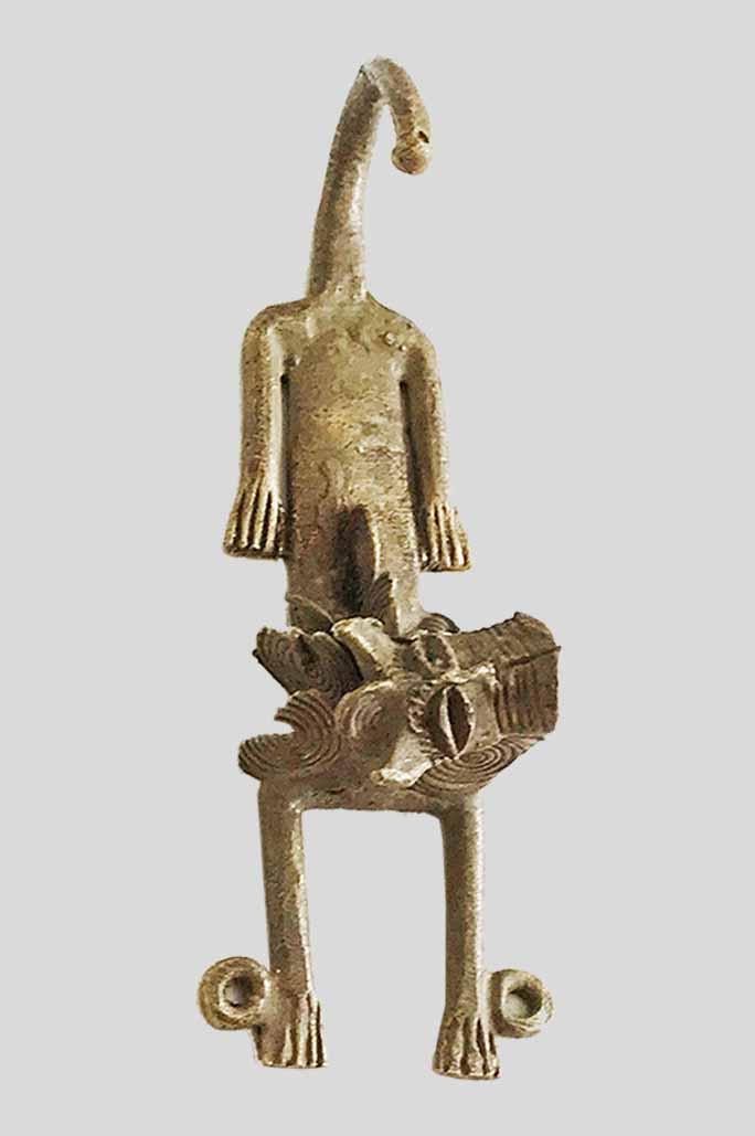 Crochet ou patère en bronze représentant un lion allongé