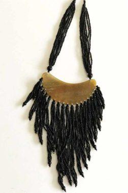 Collier Corne et perles Noires