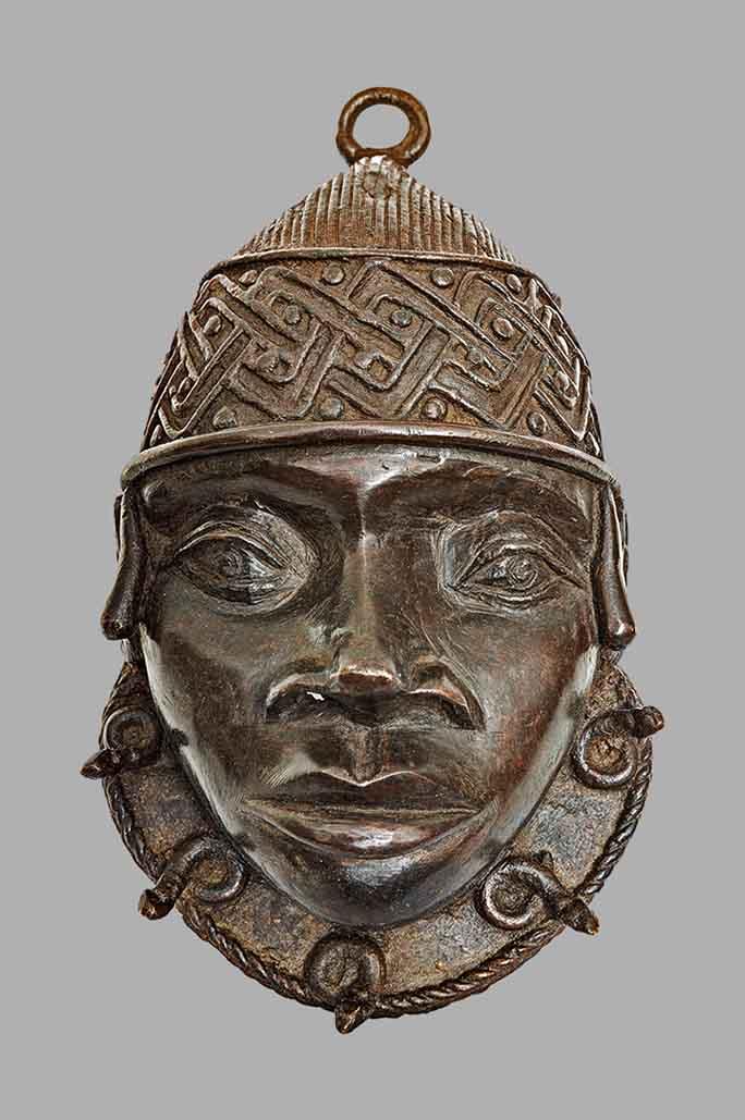 Masque pendentif uhunmwun ekue Edo Benin Nigeria