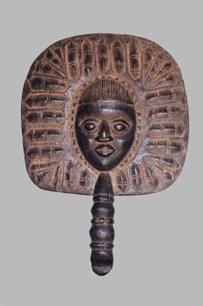 Eventail royal yoruba, bois