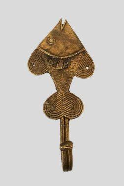 Patère / Crochet Poisson en bronze, orienté verticalement