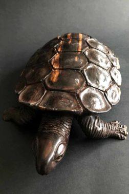 Sculpture de tortue en bois d'ébène, Poséidon